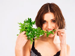 Петрушка - полезные свойства, калорийность и противопоказания