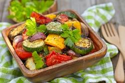 кусочки овощей в тарелке