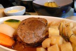говядина с картошкой и овощами