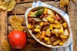 мясо и картошка в форме для запекания