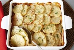 картофель кружочками в форме для запекания