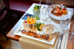 шашлык и другое блюдо на столе