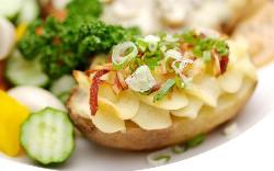 картофель под овощами