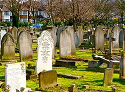 Могилы на кладбище