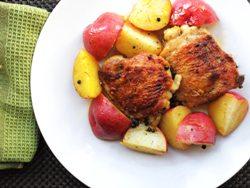 Как запечь куриные бедра с картошкой в духовке