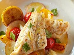 Как приготовить минтай с картошкой в духовке - несколько рецептов