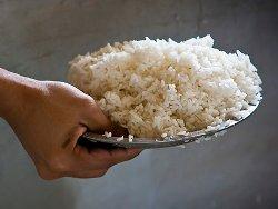 Как варить рис на воде в кастрюле?