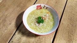 суп в тарелке с зеленью