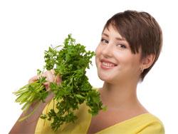 Петрушка - польза и вред для здоровья женщин и мужчин
